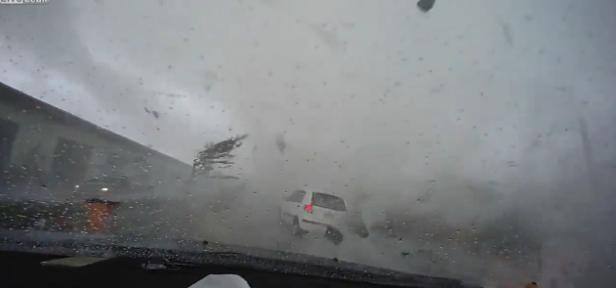 tornado_car