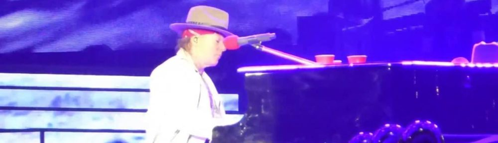 Axl Rose Suffers Piano Malfunction During GNR Show In Houston