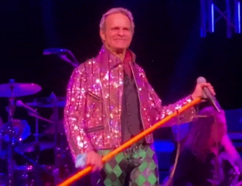 DAVID LEE ROTH Declined To Support MOTLEY CRUE On 'The Stadium Tour': 'I Don't Open For Bands That I Influenced'